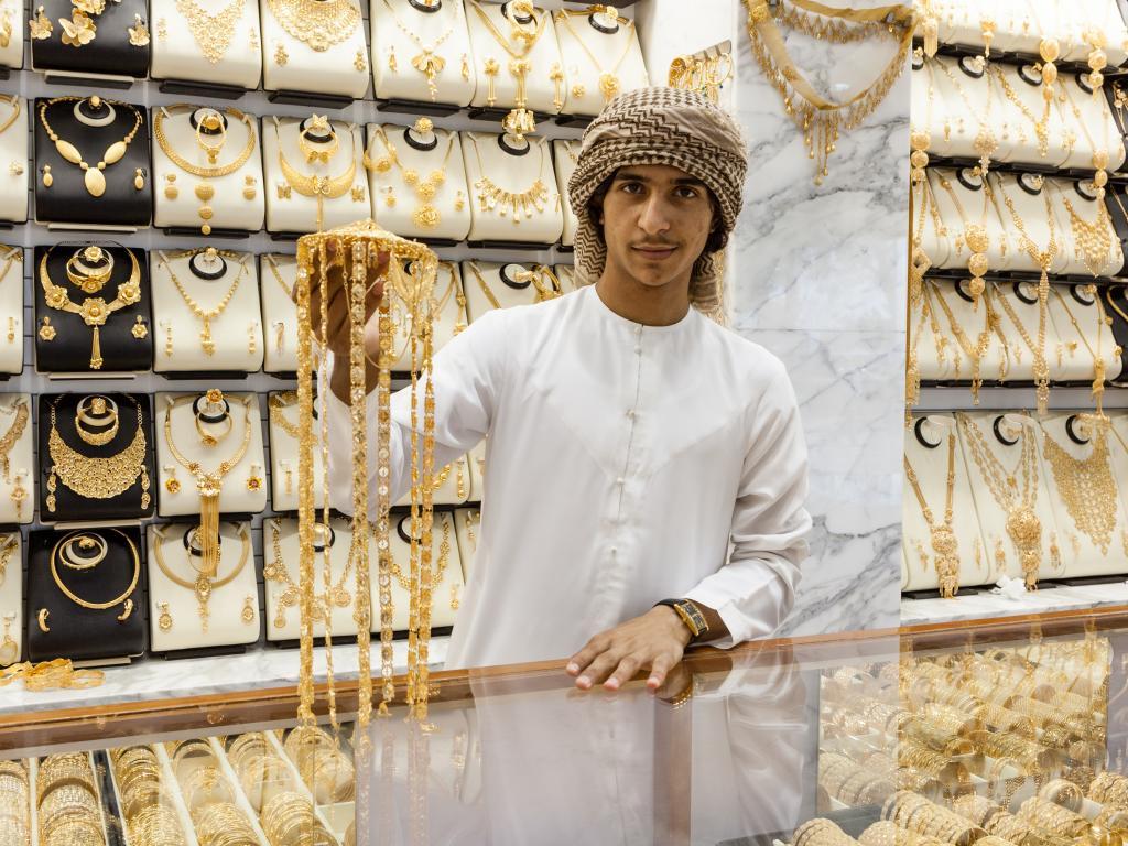Ein Händler im Gold Souk