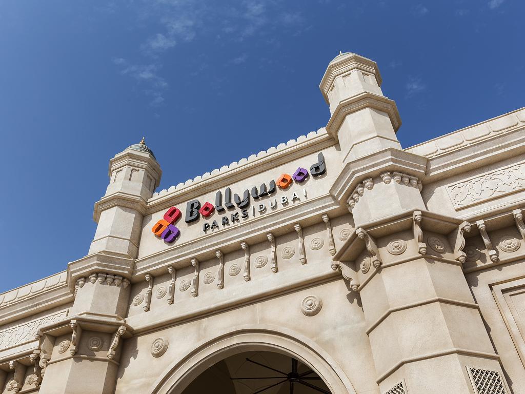 Der Eingang zum Bollywood Park in Dubai