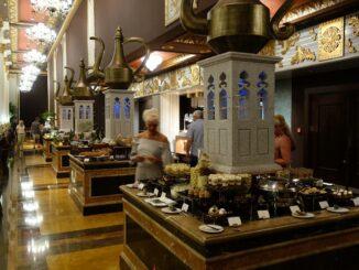 Buffet im Jumeirah Zabeel Saray Hotel in Dubai