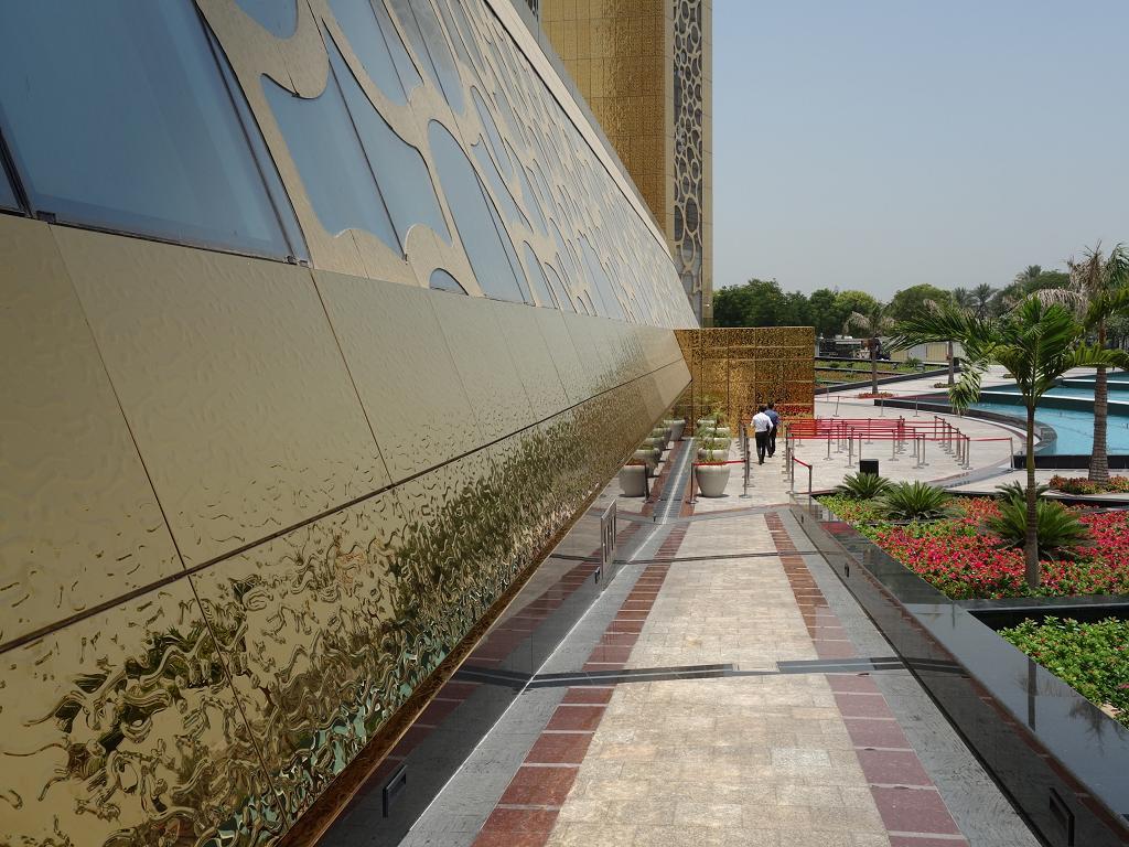 Das ist der Haupteingang zum Gebäude