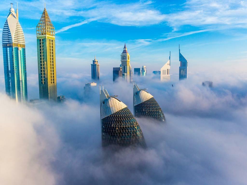 Dubai Skyline im Nebel