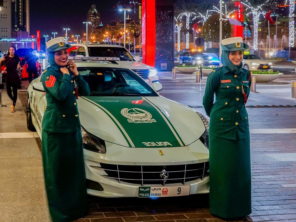 Frauen bei der Polizei in Dubai