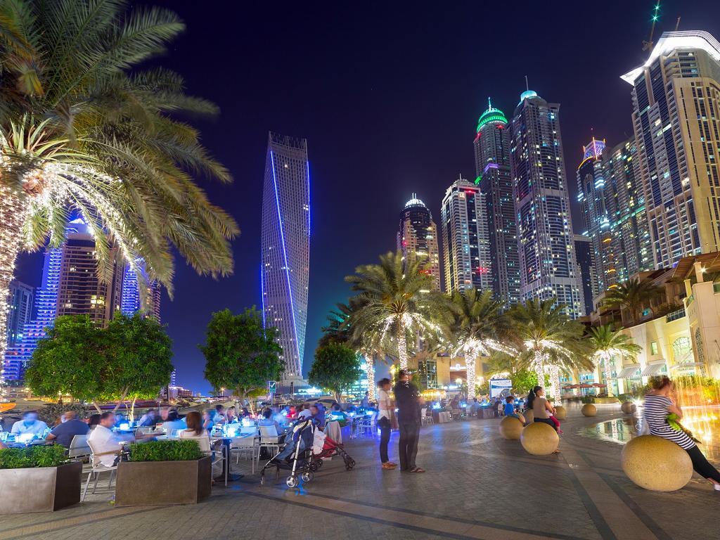 Dubai Marina Walk am Abend
