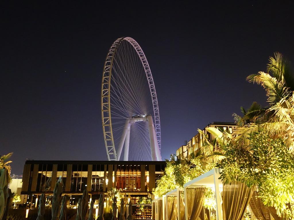 Caesars Resort Dubai und Ain Riesenrad