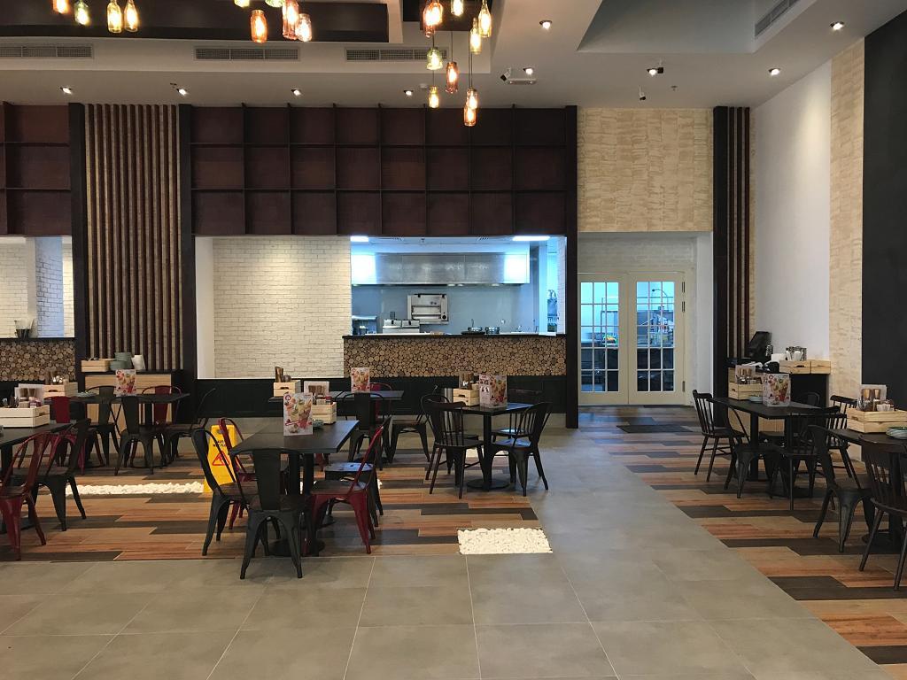 Der Food Court in der Nakheel Mall
